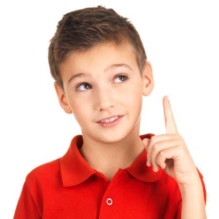 ni�os felices: Retrato de muchacho alegre, con buena idea - aislado sobre fondo blanco Foto de archivo