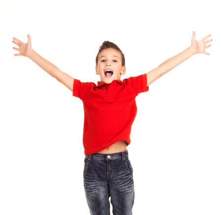 Retrato de muchacho riendo feliz saltando con las manos levantadas hacia arriba - aislados en fondo blanco Foto de archivo