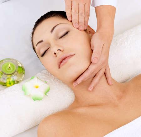 head massage: Woman having massage of head in the spa salon. Beauty treatment concept. Stock Photo