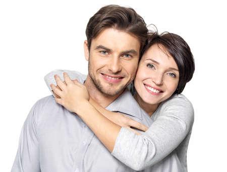 Closeup retrato de una pareja hermosa feliz aisladas sobre fondo blanco. Atractivo hombre y la mujer eran juguetones. Foto de archivo