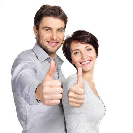Retrato de pareja feliz con los pulgares para arriba signo aislado sobre fondo blanco Foto de archivo