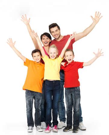 familie: Gelukkig gezin met opgeheven handen omhoog geïsoleerd op witte achtergrond