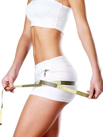 Women Cellulite: Hermoso cuerpo Feamle con cinta m?trica. Cocnept estilo de vida saludable. Foto de archivo