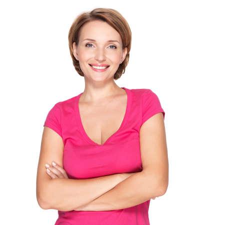 portrét: Portrét krásné mladé dospělé bílé šťastná žena na bílém pozadí na sobě růžové tričko