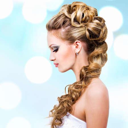 hochzeitsfrisur: Frau mit Hochzeit Frisur - Profil Portrait
