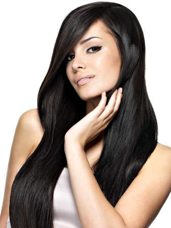 modelos desnudas: Mujer hermosa con el pelo largo y liso. Moda modelo posando en el estudio.