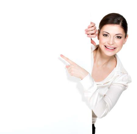 白い空白のバナー - 白い背景で隔離の若い幸せな女ポイント。