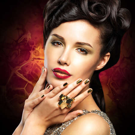 minx: Beautiful  woman with golded nails and bright red lips  LANG_EVOIMAGES