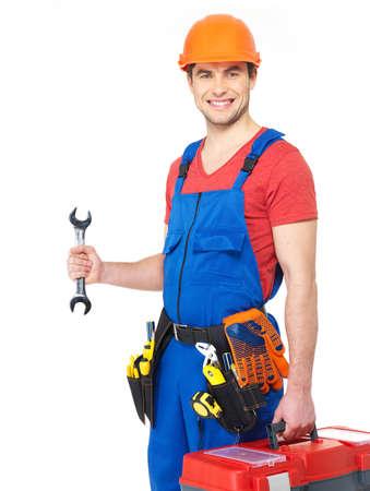 artesano: Retrato de sonrientes trabajador con las herramientas y la llave aisladas sobre fondo blanco