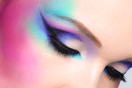 ojos hermosos: Primer mujer con los ojos hermosos de moda brillante maquillaje azul
