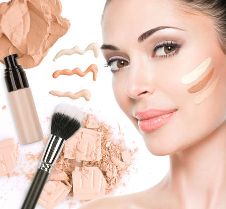 tones: Model face of beautiful woman with foundation on skin make-up cosmetics .   LANG_EVOIMAGES
