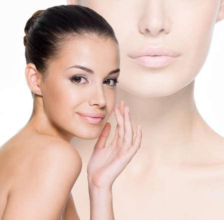 美しい女性を気遣う、皮膚顔 - 白で隔離されるスタジオでポーズ