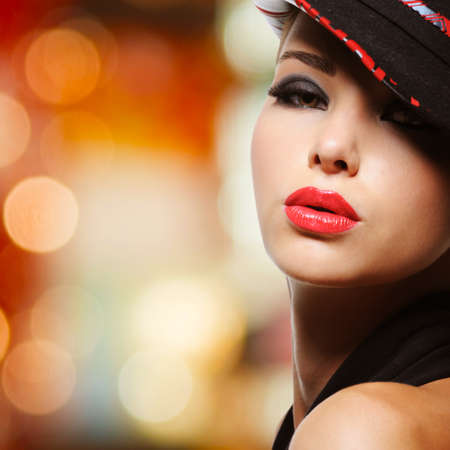 nude sexy girl: Portrait of the beautiful sexy woman with red lips in modern black hat