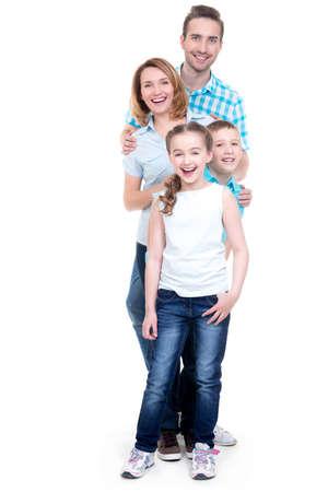 Vollständige Porträt des glücklich europäischen Familie mit Kindern Blick in die Kamera - isoliert auf weißem Hintergrund