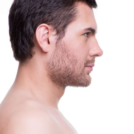 naked man: Primer plano retrato de perfil de hombre joven guapo sonriente - aislados en blanco.