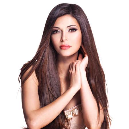 stílus: Portré egy gyönyörű fehér csinos nő, hosszú egyenes haj