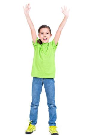 manos levantadas: Retrato de niña feliz riendo con las manos levantadas para arriba - aislados en fondo blanco.
