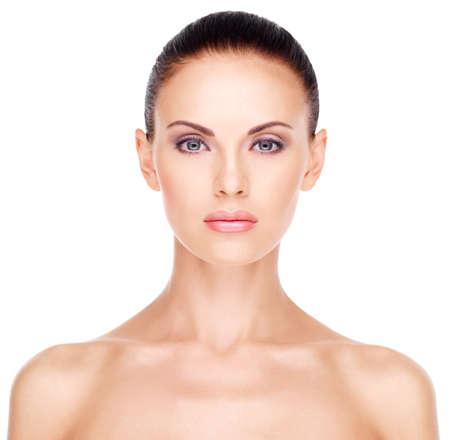 Voorzijde portret van de vrouw met schoonheid gezicht - geïsoleerd Stockfoto