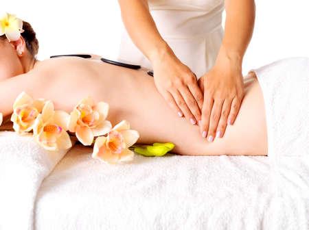massaggio: Donna che ha massaggio del corpo nel salone spa. Beauty concetto di trattamento.