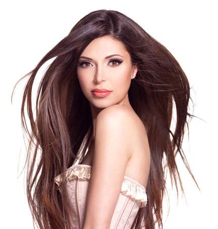 Retrato de una hermosa mujer bonita blanco con el pelo largo y recto