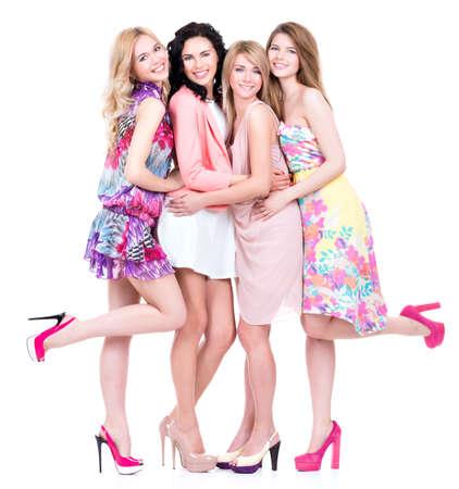 グループ白で隔離 - ピンクのドレスの若い美しい幸せの女性の完全な肖像画。