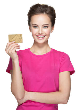 若い笑顔の女性が白で隔離のクレジット カードを保持しています。 写真素材