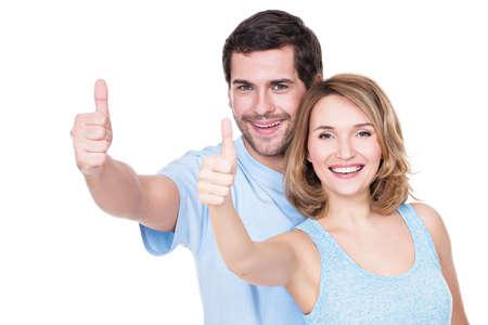 Retrato de pareja feliz con los pulgares arriba signo aislado sobre fondo blanco. Foto de archivo