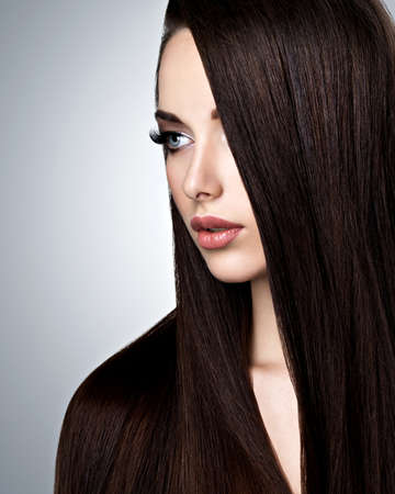 straight up: Portrait of beautiful young woman with long straight  hair at studio Stock Photo