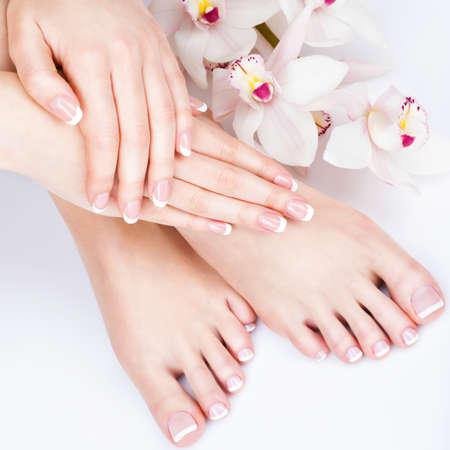 Photo Gros plan d'un pied féminin au spa salon sur pédicure et procédure de manucure - Soft Image de mise au point Banque d'images - 54100930
