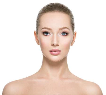 Portrait avant de la femme au visage de beauté - isolé Banque d'images
