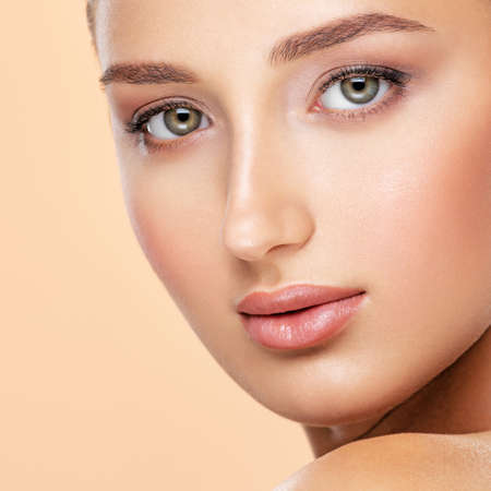 Beauty face concept. Beautiful face of young caucasian woman with perfect health fresh skin  - isolated on color backgound.  Skin care concept. Banque d'images