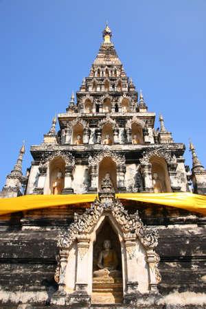 De ruimte voor de Boeddha standbeeld in de oude pagode, Chiangmai, Thailand
