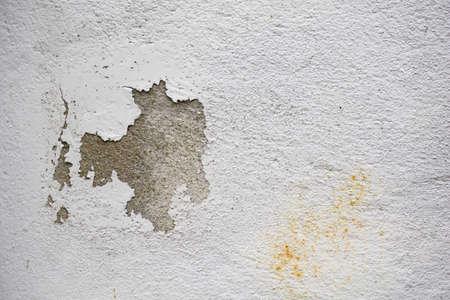 Gebarsten concrete witte horizontale muurachtergrond Stockfoto