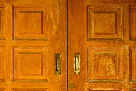 Wooden door with vintage handle and keyhole