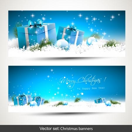 Set van twee blauwe kerst banners met cadeau dozen, ballen en takken in de sneeuw