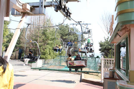 EVERLAND, YONGIN, KOREA - APRIL 06 : The unidentified tourists are travelling and enjoy Cable car is sitting   on april 06, 2011 at Everland, Yongin, Korea. Stock Photo - 11457921