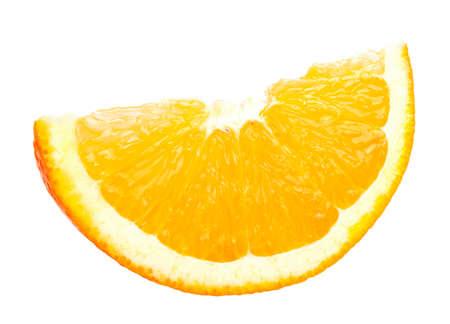 segmentar: segmento de la fruta en rodajas de naranja aislada sobre fondo blanco Foto de archivo