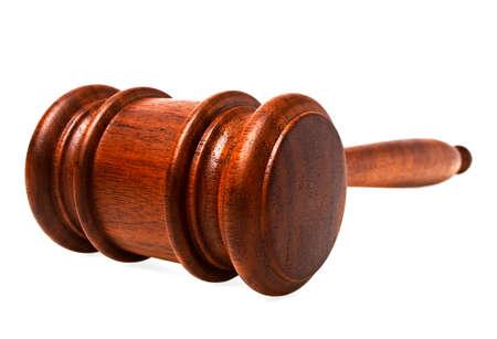 orden judicial: Mazo de madera sobre un fondo blanco Foto de archivo