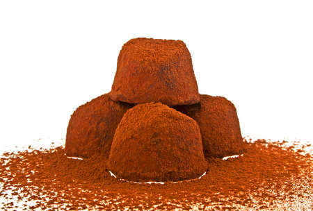 truffe blanche: Chocolat truffe sur fond blanc