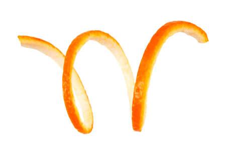 흰색 배경에 나선형 오렌지 껍질