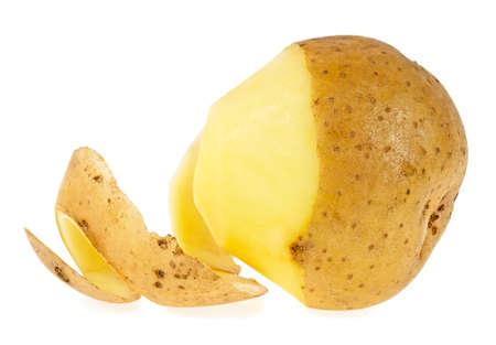 흰 배경에 고립 된 껍질을 벗긴 감자