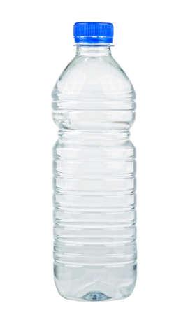 Botella de plástico de agua todavía saludable aislado sobre fondo blanco. Foto de archivo