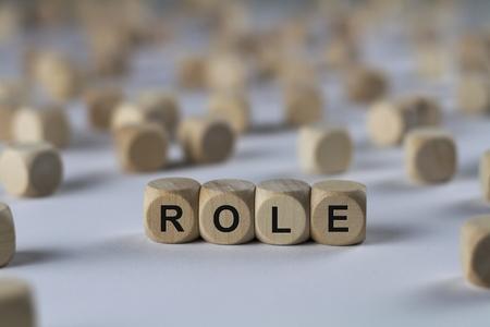 役割 - の文字とキューブ木製キューブ サイン 写真素材