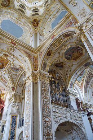 bible altar: St. Lorenz Basilica in Kempten