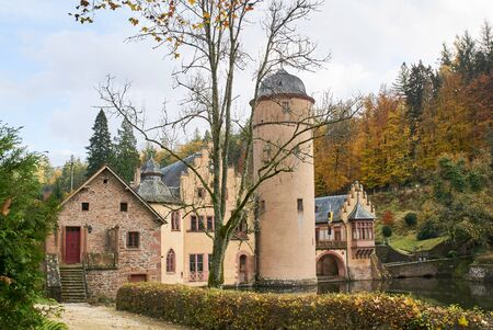 Beautiful and idyllic moated castle Mespelbrunn in the Spessart 版權商用圖片