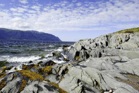 mare agitato: Una ruvida Oceano Atlantico in Terranova, Canada
