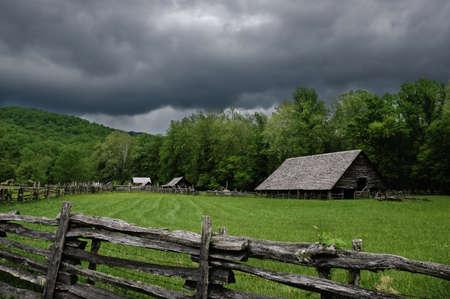 Une cabane historique sur une journée orageuse. Banque d'images - 9363180