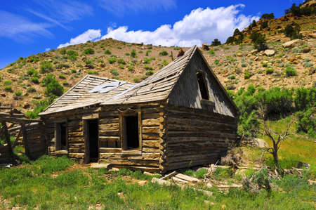 mount price: An old abandoned log cabin on 9 Mile Road in Utah Stock Photo
