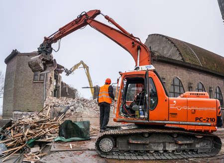 Demolition of Church with Hydraulic machines