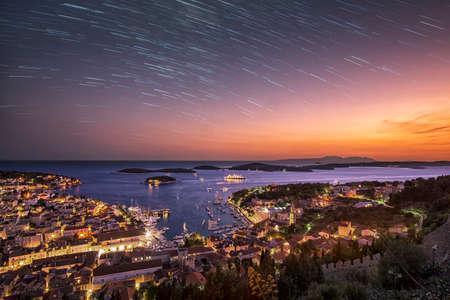 De dag verandert in de nacht in Hvar Stockfoto
